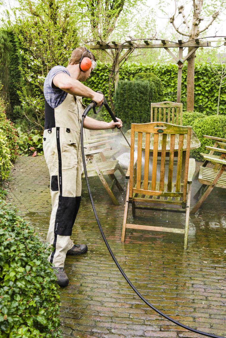 tuinmeubilair schoonmaken